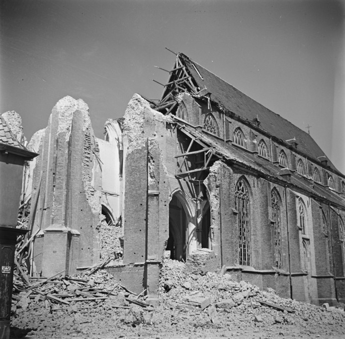 De Martinikerk in Doesburg in 1945.