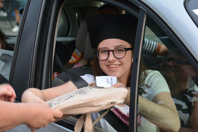 De leerlingen kregen aan het einde hun diploma.