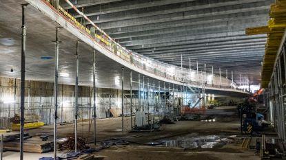 """""""Door tunnel rijden moet belevenis op zich worden"""": 100 arbeiders dag en nacht bezig aan autoweg onder Operaplein"""