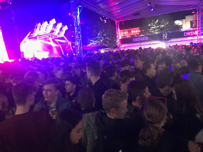 Koningsnacht in Oss trok vrijdagavond zo'n 3000 bezoekers.