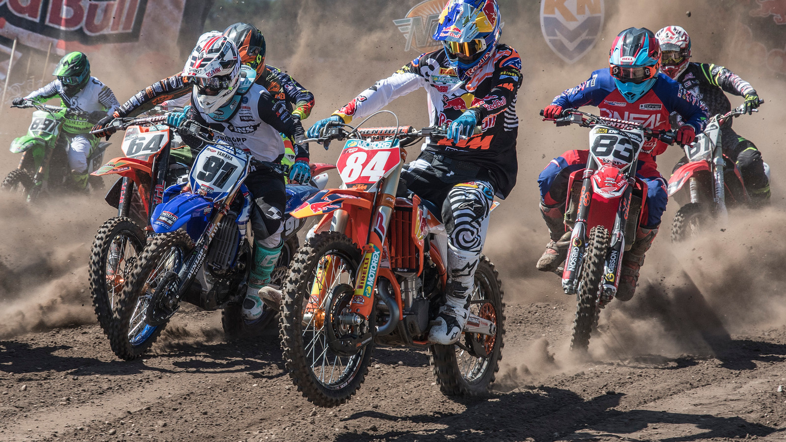 Dutch Masters of Motocross in Mill. Herlings met nummer 84.