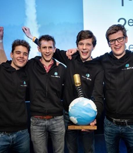 Leerlingen Stanislascollege winnen landelijke CanSat competitie: 'Op naar Italië met satelliet van blikje'