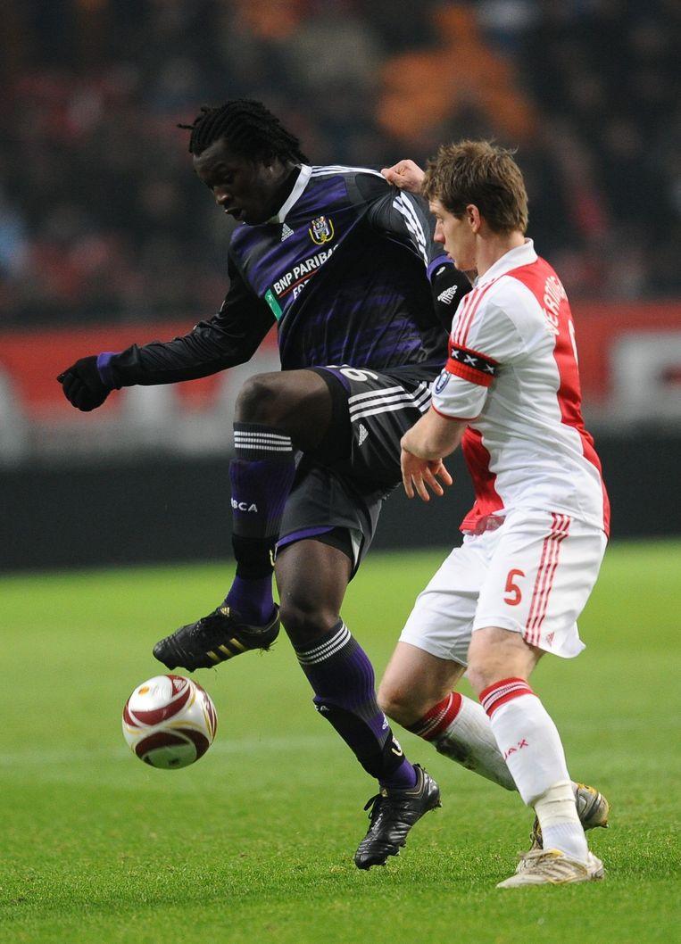 Lukaku was op 17 december 2009 de held in de Johan Cruijff Arena, hier in duel met Jan Vertongen.