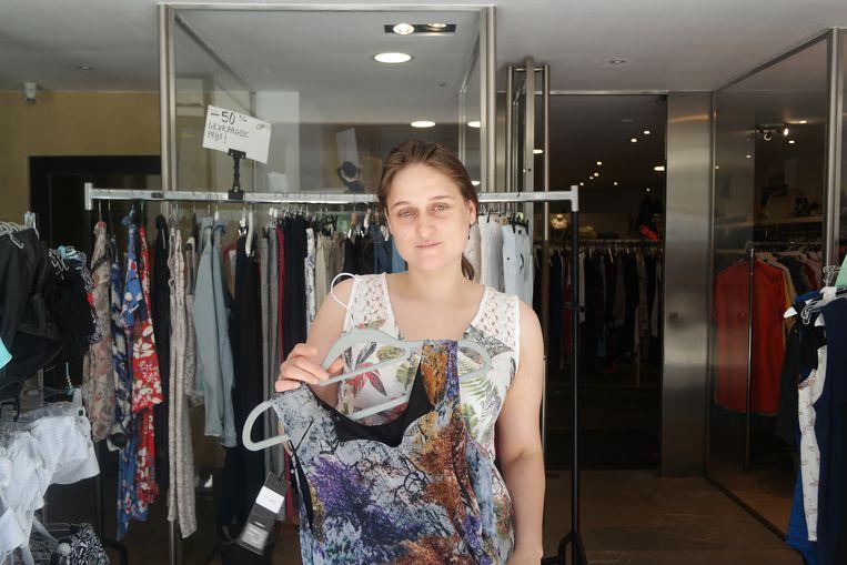 Sylvia van Vanty Fashion met een bloesje dat vaak het doelwit is.