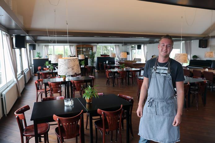 In het clubhuis van de plaatselijke watersportvereniging in de Hellevoetse Heliushaven is Eetcafé Cillie gevestigd. Je verwacht het niet direct, maar er wordt uitstekend gekookt. Daar is chef Kenneth Roerade voor verantwoordelijk. En fijn: ook niet-zeilers zijn er welkom.