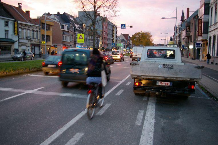 Lossende vrachtwagens zijn hinderlijk, in de eerste plaats voor fietsers.