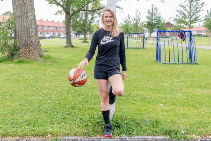 Basketbalster Fleur van Bavel gaat komend seizoen met BC Waldric uit Woudrichem de landelijke eerste divisie in.