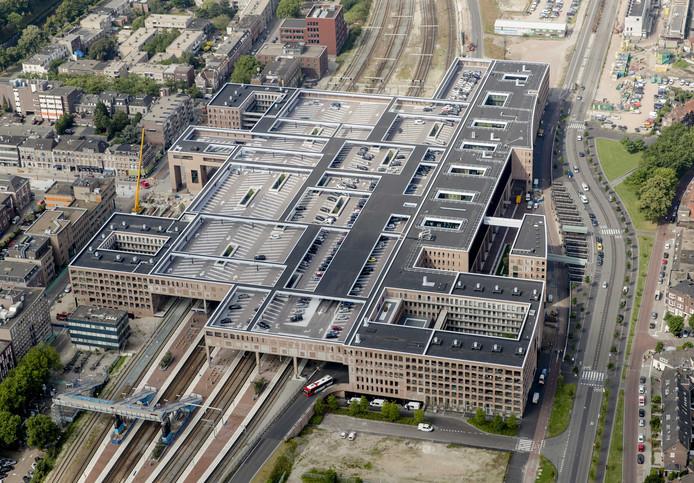 Luchtfoto van het station Breda, centrum en omgeving. Archieffoto ANP ROBIN VAN LONKHUIJSEN