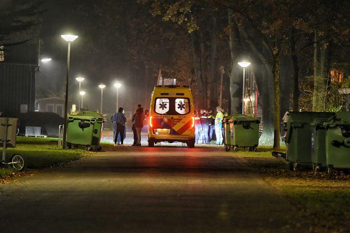 De ambulance nam een persoon mee naar het ziekenhuis.