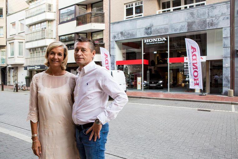 Jan De Smedt en Carine Lippens bij hun pop-upzaak in Knokke.