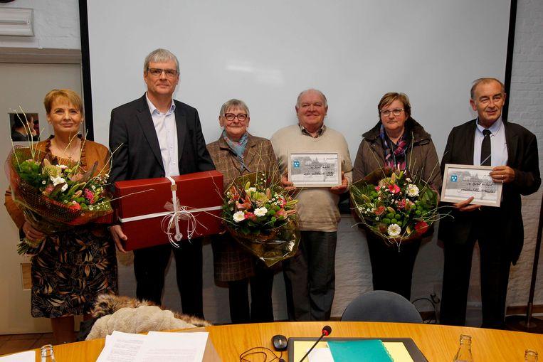Frans Verhelst en Raf Willaert werden na afloop van de gemeenteraad in de kijker gezet als eremandataris van Koekelare.