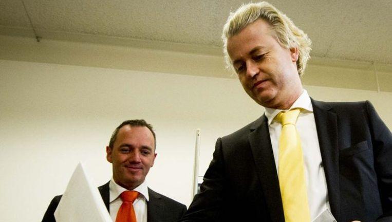PVV-leider Geert Wilders en lijsttrekker Machiel de Graaf stemmen in Den Haag Beeld null