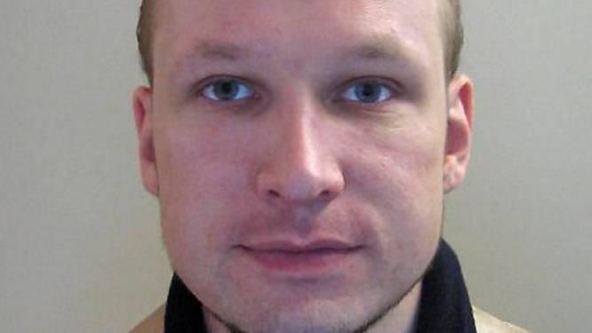 """Breivik tijdens eerste zitting: """"Ik erken de feiten, maar ben niet schuldig"""""""