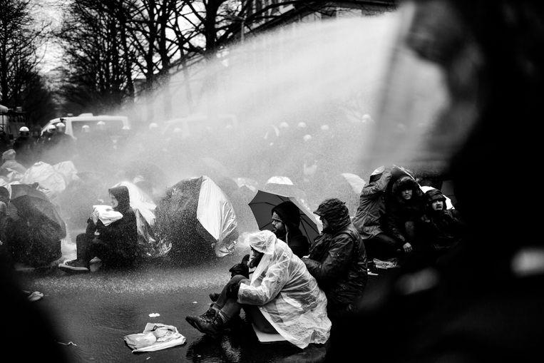 Het waterkanon werd ingezet bij confrontaties tussen linkse activisten en politie.