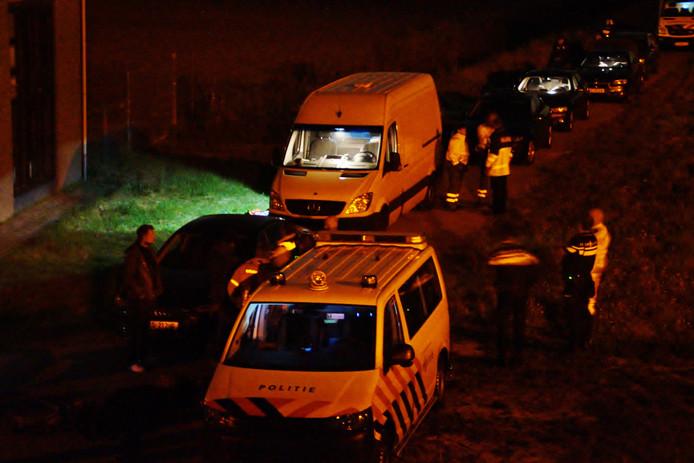 Er stonden veel hulpverleners klaar voor het geval de stroom eraf moest of de mannen zouden vallen.