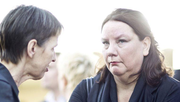 FNV-topvrouw Agnes Jongerius (R) in gesprek met Jetta Klijnsma (L Beeld ANP
