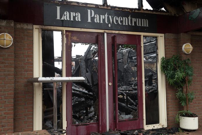 Bij de brand werd zalencentrum Lara zo goed als verwoest.