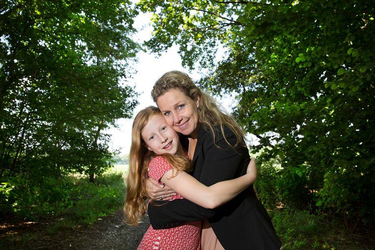 Donorkind Josine van Dongen met haar dochter.  Beeld Ton Toemen