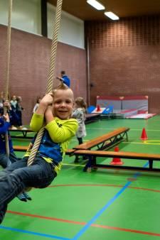 Kinderen uit Voorst komen in beweging met High-Five-bus: 'Trampolinespringen vind ik het leukst'
