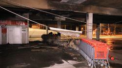 Vandalen steken dertigtal winkelkarretjes in brand in parking Carrefour