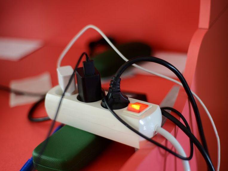 Met verdeelstekkers met aan-uitknop schakel je in een ruk verschillende onnodige verbruikers uit.