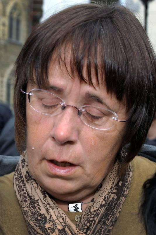 Moeder Clottemans droop zwaar aangeslagen af.