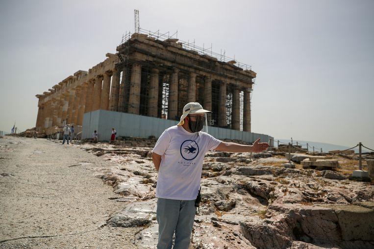 Maar een beperkt aantal bezoekers mag binnen bij de Akropolis in Athene, de 156 meter hoge tafelberg in de hoofdstad. Het dragen van een mondmasker is niet verplicht, maar wordt wel sterk aangeraden.