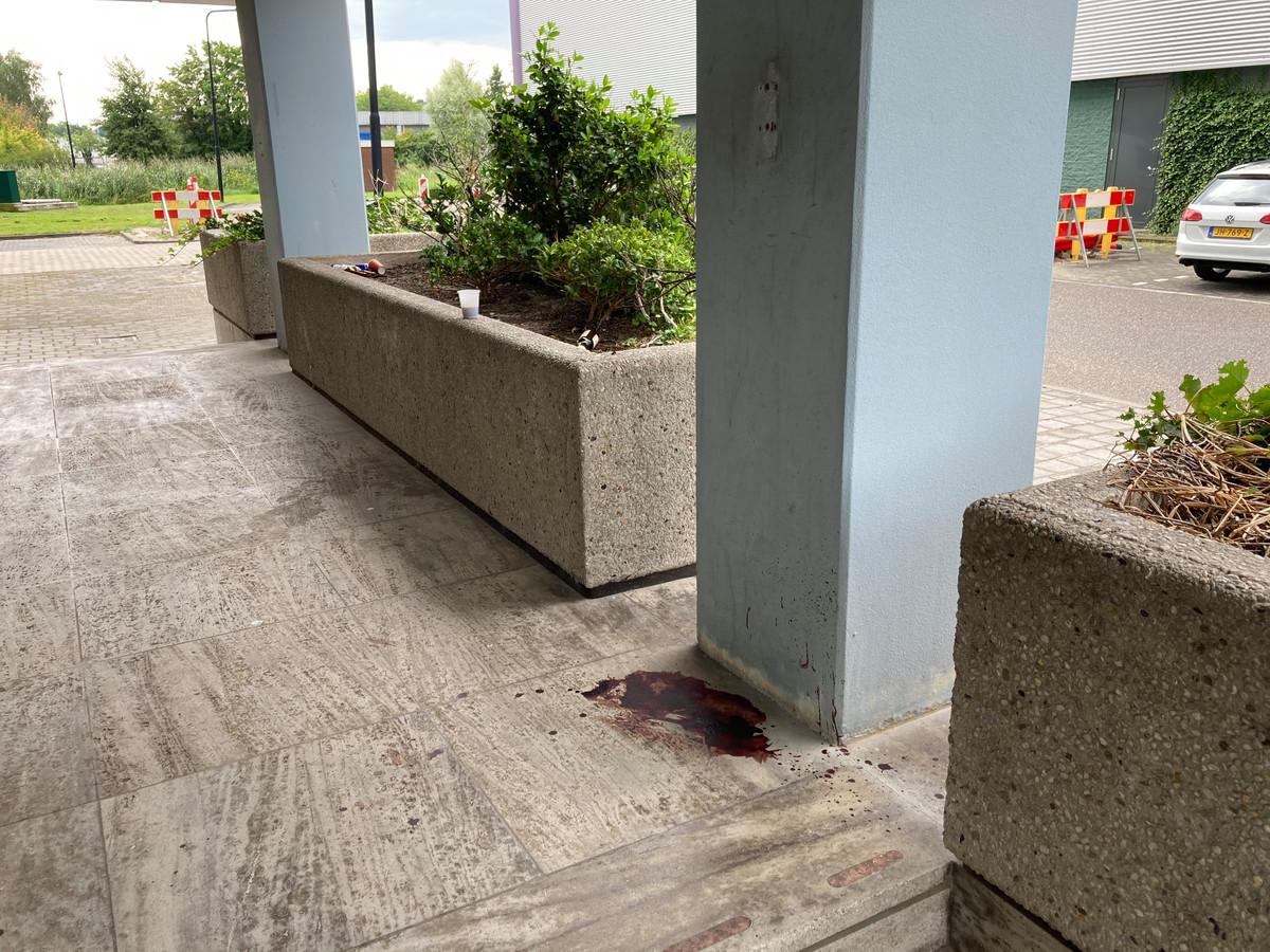 Bloedspoor bij de entree van het Goudse Poortgebouw.