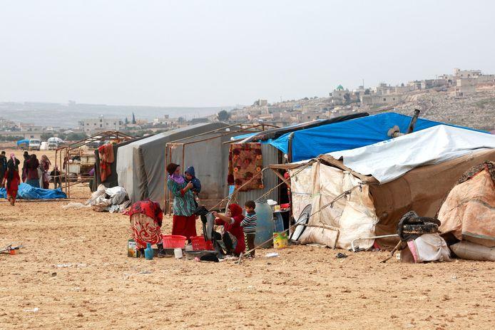 Syrische vluchtelingen in een kamp bij de grens met Turkije.