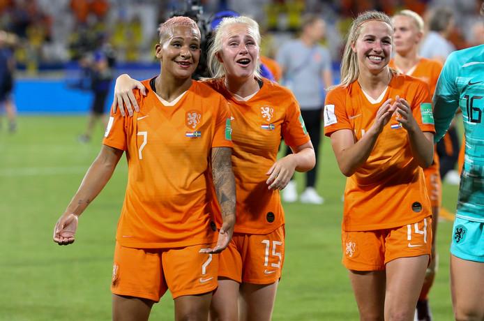 Shanice van de Sanden moest het tegen Zweden voor het eerst dit WK doen met een reserverol.