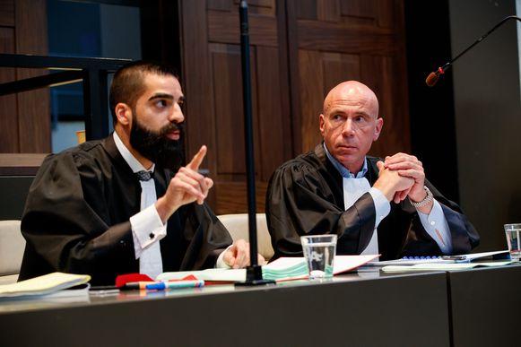 Meester Sahil Malik en meester Pol Vandemeulebroucke verdedigen Daniel Deriemacker (38).
