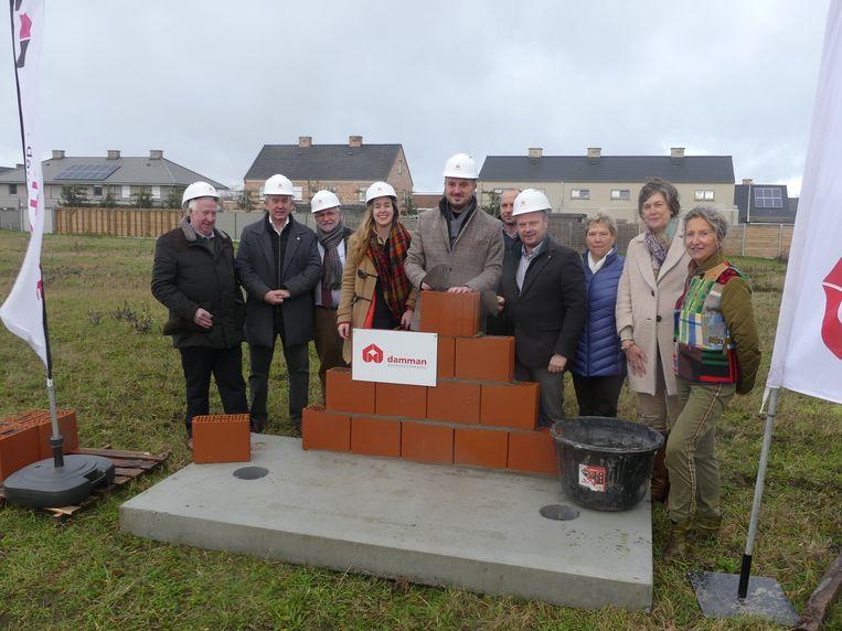 Vrijdag werd de symbolische eerste steen gelegd van de nieuwe woonwijk in Petegem.