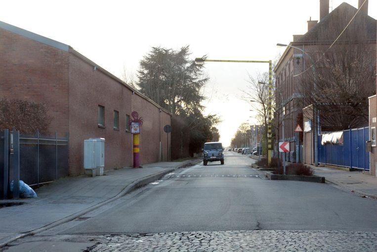 De Molenstraat krijgt fietspaden in beide richtingen, de schooltoegang verhuist naar de Tuinwijkstraat en de kasseien verdwijnen.