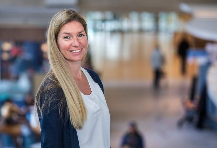 Mila Verschoor laat haar groeien waarvan pruik kan worden gemaakt voor vrouwen die kaal zijn geworden door bestraling.
