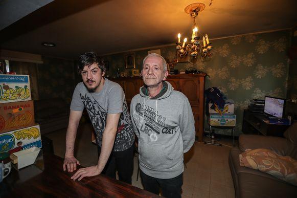 Vader Johan en zoon Kevin Conard worden vrijdag uit hun sociale woning gezet.