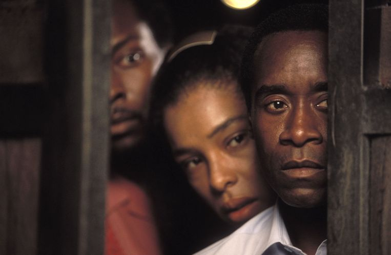 De film Hotel Rwanda oogstte lof van critici en werd voor drie Oscars genomineerd. Beeld