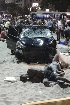 Auto ramt voetgangers op Copacabana: baby komt om, 15 gewonden