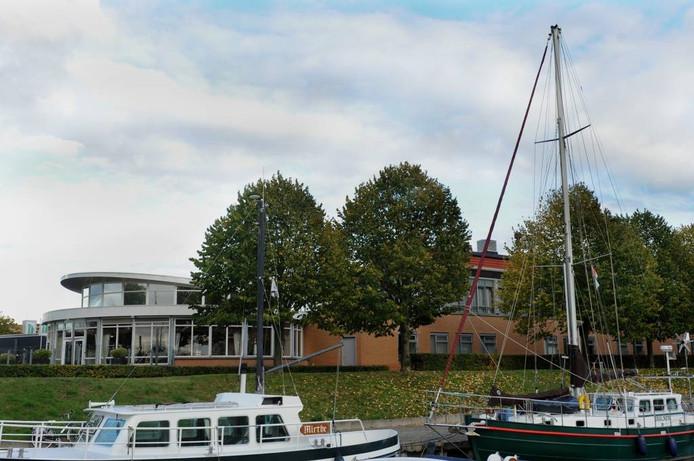 Verpleeghuis De Lindenbergh aan de haven van Steenbergen moet wijken voor een nieuw verpleeghuis met een dubbele capaciteit.