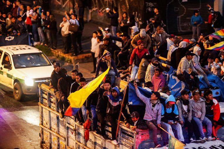 Inheemse demonstranten arriveren op maandag in Quito, de hoofdstad van Ecuador. Beeld REUTERS