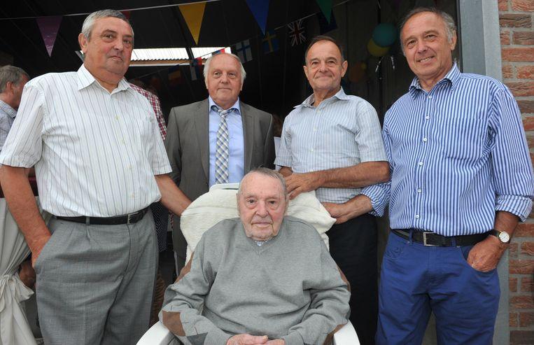 Louis met zijn zonen Arnold, Theo, Jan en Frans.