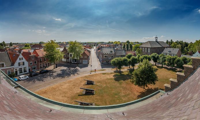 Uitzicht vanaf het oude stadhuis van Klundert, een van de elf kernen van de gemeente Moerdijk.