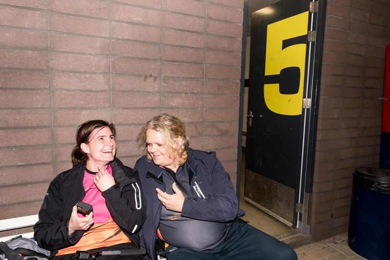 Deborah Holzhaus (links) en coach Iris IJzerman Beeld Jan Mulders
