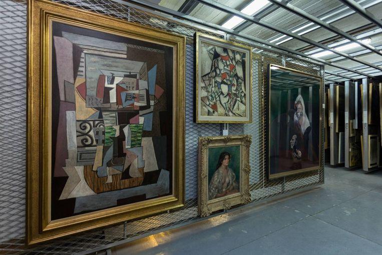 Een deel van de opgeslagen werken in het depot van het museum voor moderne kunst in de Iraanse hoofdstad Teheran. Beeld Jörg Gläscher / Art Magazin