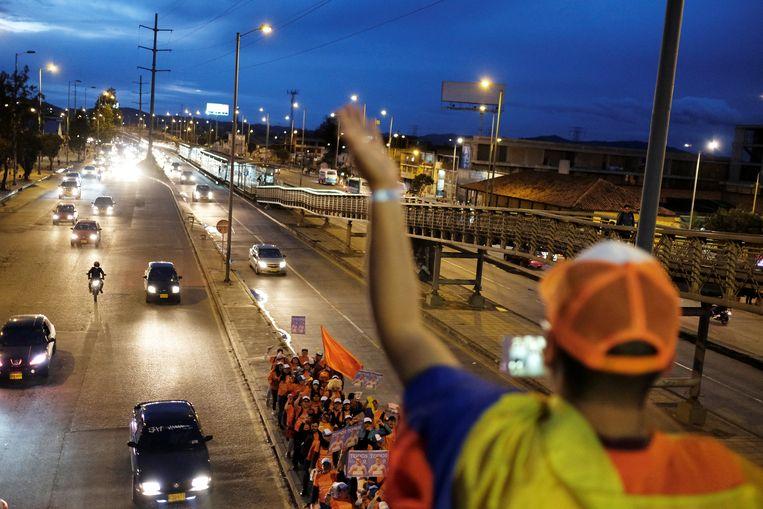 Supporters van Duque laten van zich horen in Soacha, een voorstad van Bogotá. Beeld REUTERS