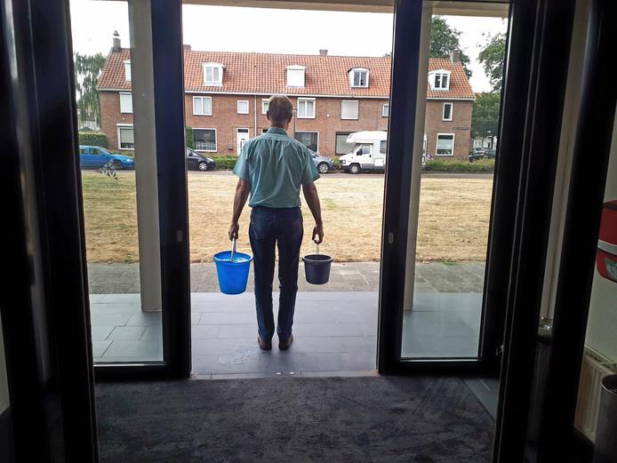 Vier emmertjes water halen op een dag.
