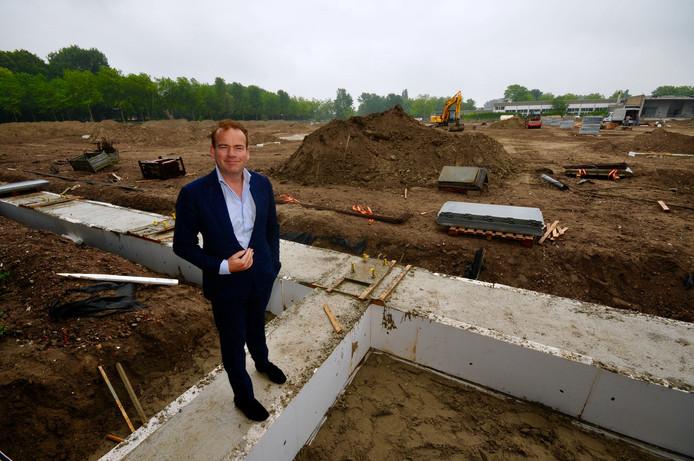 CEO Bert Meulman bij het terrein waar B&S op dit moment een nieuwe gerobotiseerde hal van 20.000 vierkante meter laat bouwen.