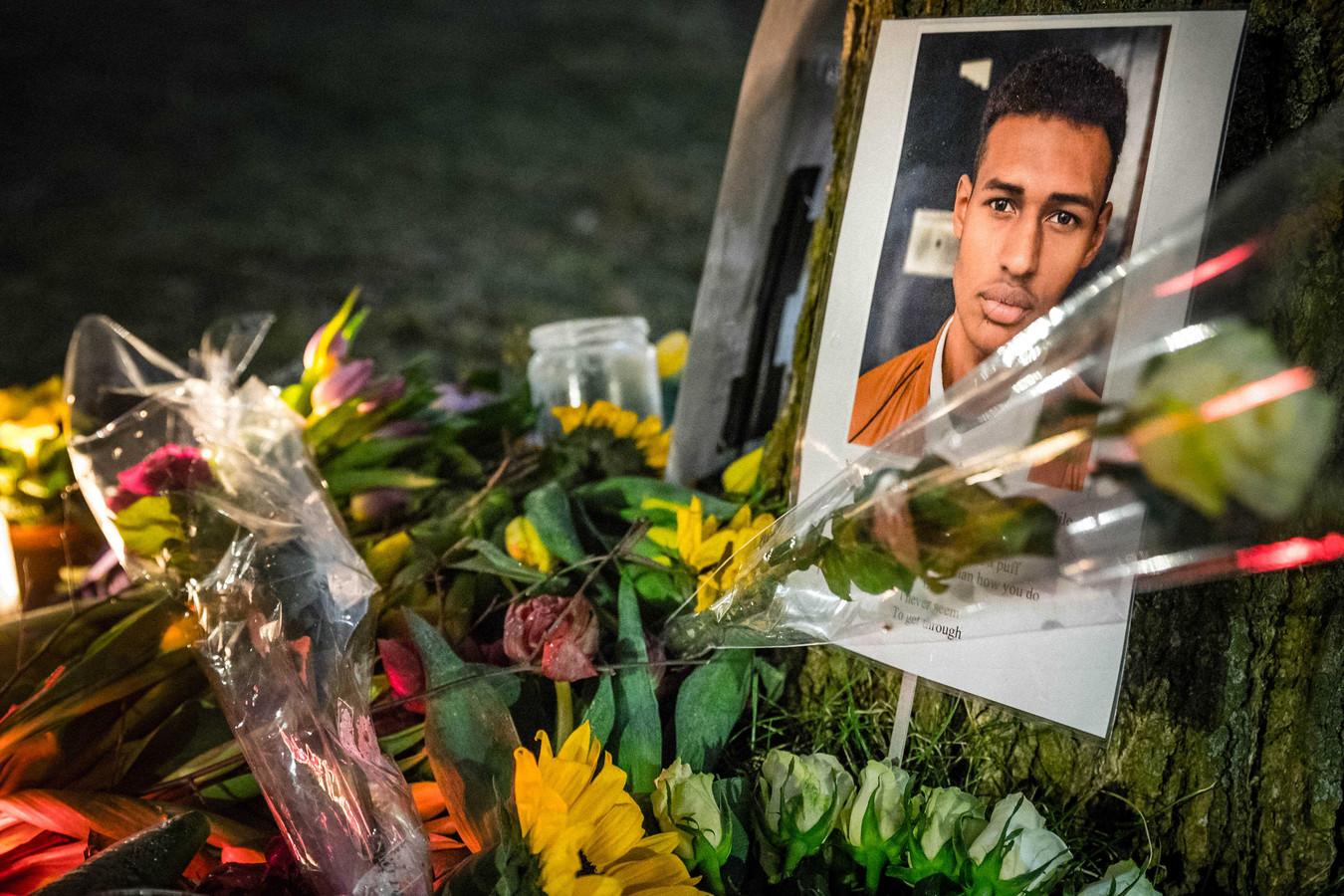 Bij de plas in Den Haag werd vorig jaar een gedenkplek opgericht.