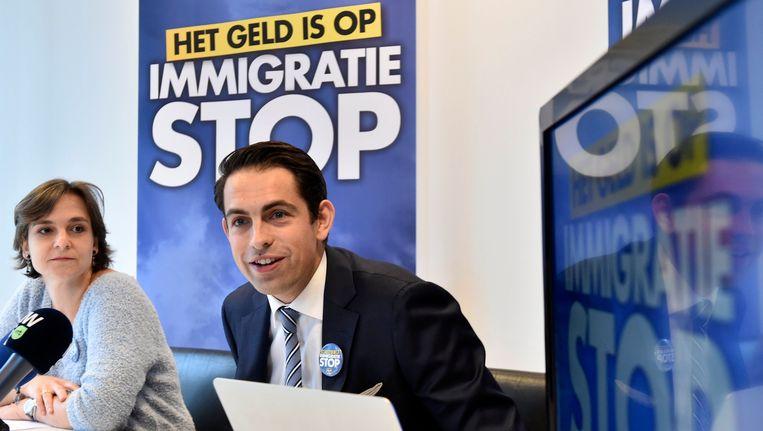 """Voorzitter Tom Van Grieken en Kamerfractieleider Barbara Pas stelden de campagne met als slogan """"Het geld is op, immigratiestop"""" vandaag voor."""