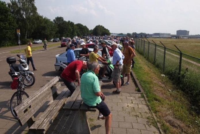 Drukte en teleurstelling bij spotters van de JSF in Eindhoven