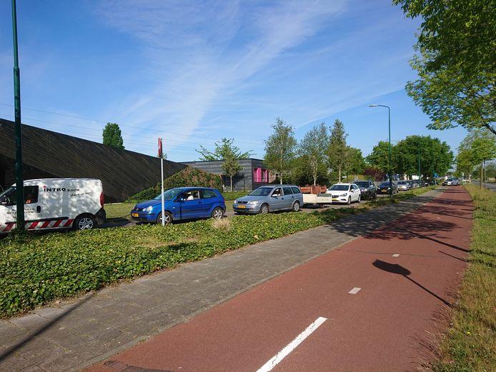 Afvalfile op het fietspad aan de Wageningselaan in Veenendaal.